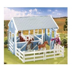 BREYER COUNTRY STABLE WITH WASH STALL CLASSIC MODEL